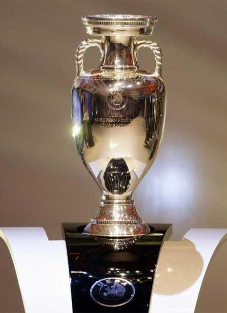 20111223133021-eurocopa-trofeo.jpg