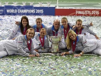 20151125100113-fedcup2015-campeonas.jpg