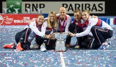 20161114115521-fedcup2016-campeonas1.jpg
